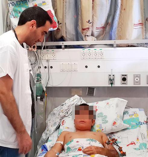 """אחיו הובילו על חמור לישראל. הילד הסורי במרכז הרפואי זיו (צילום: באדיבות בי""""ח זיו) (צילום: באדיבות בי"""