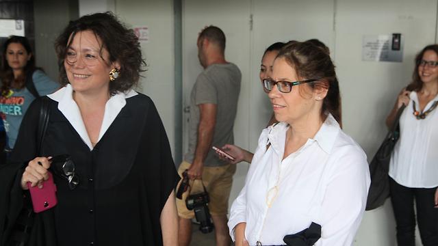 תובעות עורכות הדין דליה אברמוף ורנית בר און  (צילום: מוטי קמחי) (צילום: מוטי קמחי)