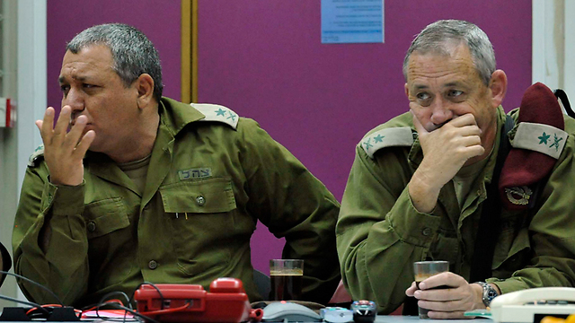 Gantz and Eisenkot (Photo: Ariel Hermoni, Defense Ministry)
