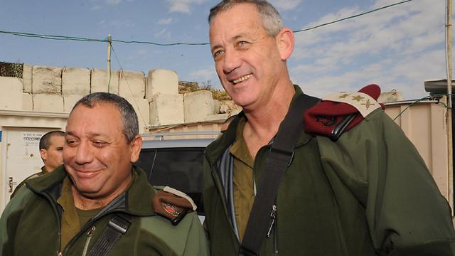 Eizenkot as GOC Northern Command with IDF chief of staff Benny Gantz (Photo: Aviyahu Shapira) (Photo: Aviyahu Shapira)