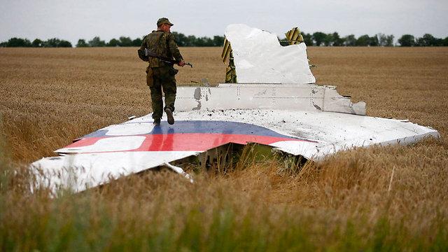 מורד פרו-רוסי באזור התרסקות המטוס המלזי בדונייצק (צילום: רויטרס) (צילום: רויטרס)