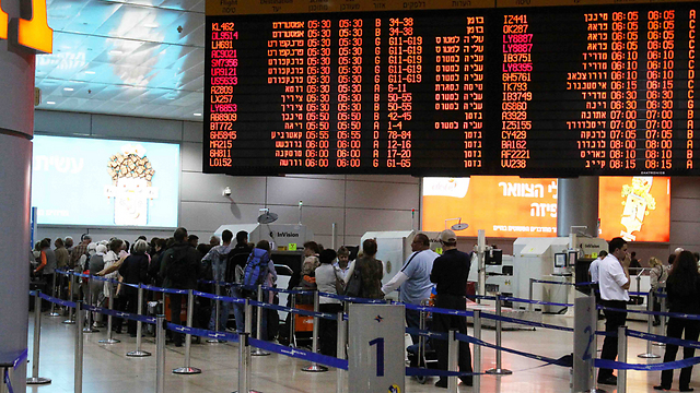 A total of 12,408,030 passengers passed through Ben-Gurion Airport in first 10 months of 2014 (Photo: Ohad Zwigenberg)