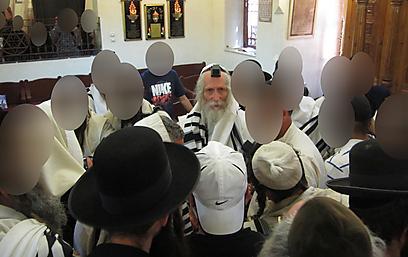 מאות חסידים המשיכו לנדוד אחריו בנתיב המילוט שלו בין עשרות מדינות (צילום: עקיבא נוביק) (צילום: עקיבא נוביק)