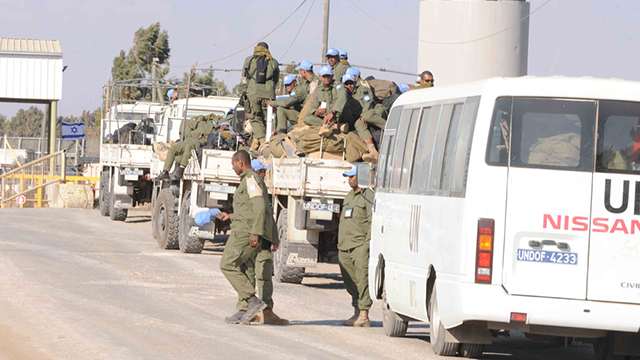UN peacekeepers fleeing the border (Photo: Avihu Shapira)