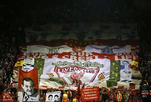 אוהדי ליברפול דאגו לתפאורה חגיגית לרגל החזרה לליגת האלופות (צילום: רויטרס) (צילום: רויטרס)
