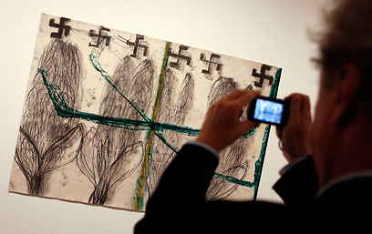 Pain of rootless Jews in Berlin exhibition (Photo: Reuters)