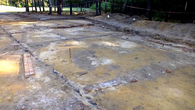 זכר לתאי הגזים בסוביבור (צילום: יורם חיימי) (צילום: יורם חיימי)