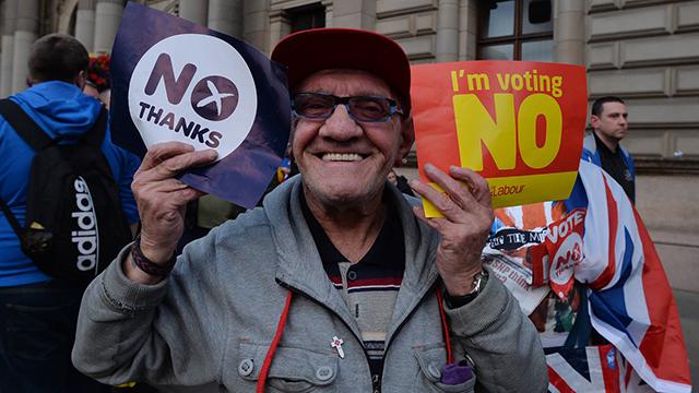 """""""לא תודה"""". מתנגדי העצמאות (צילום: Gettyimages) (צילום: Gettyimages)"""