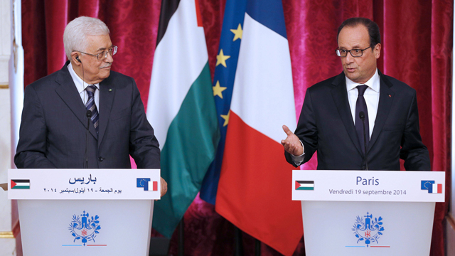 French President Francois Hollande (right) holding a press conference with Palestinian President Mahmoud Abbas (Photo: AFP)