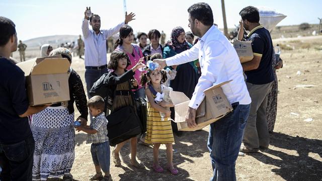 פליטים כורדים שנמלטו לטורקיה. לפי הערכה, כ-60 אלף עברו את הגבול מסוריה (צילום: AFP) (צילום: AFP)
