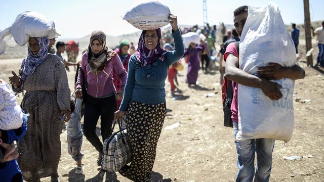 Kurdish refugees fleeing Syria (Photo: AFP) (Photo: AFP)