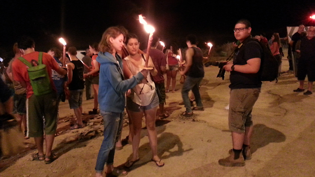 """ההפגנה הערב ליד שדרות.""""הממשלה מפקירה אותנו פעמיים"""" (צילום: בראל אפרים) (צילום: בראל אפרים)"""