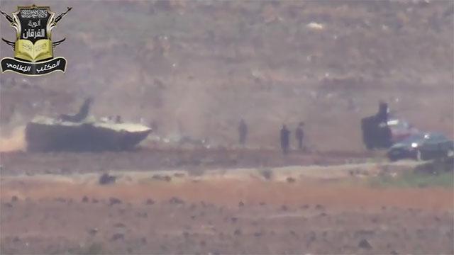 חיילי אסד מחפשים אחר שברי המטוס ()