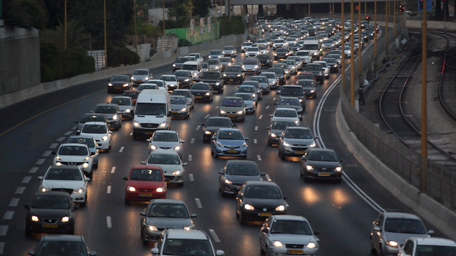 Traffic on the Ayalon freeway. (Photo: Motti Kimchi)
