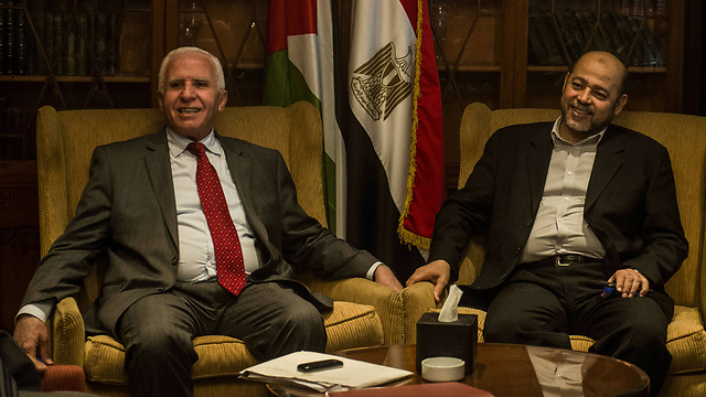 Fatah's Azzam al-Ahmad (L) negotiated with Hamas's Mousa Abu Marzook (Photo: AFP)
