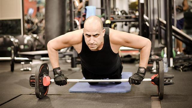 המאמץ שצמחוני צריך להשקיע בפיתוח גוף גדול יותר. כלפון באימונים. צילום: תומר אלמקייס, גו אקטיב (צילום: תומר אלמקייס)