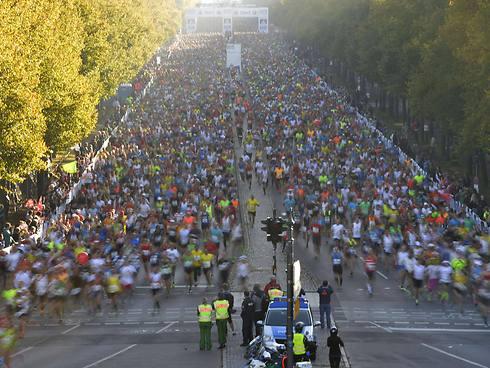 למעלה מ-40 אלף משתתפים. מרתון ברלין (צילום: AFP) (צילום: AFP)