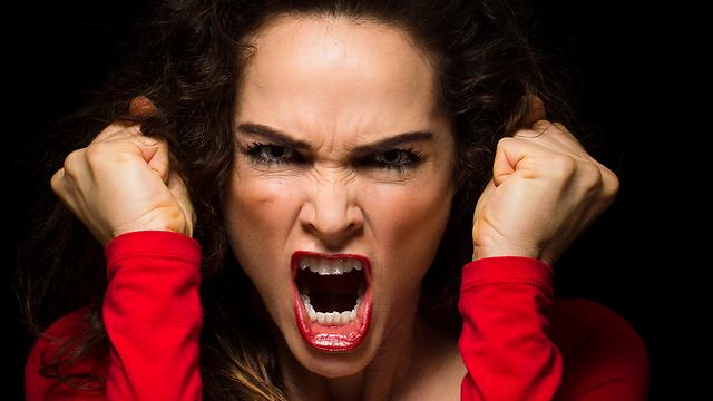תפסיקו לכעוס כל כך הרבה, תיראו צעירים יותר. קמטי זעף (צילום: shutterstock) (צילום: shutterstock)