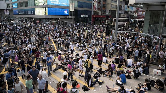 מפגינים למען דמוקרטיה בספטמבר בהונג קונג. השכילו לנצל את היתרונות של משטר צנטרליסטי (צילום: AFP) (צילום: AFP)