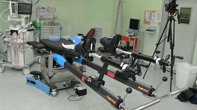 יפסיקו להשתמש בשיטה הישנה. שולחן הניתוחים בברזילי (צילום: אבי עוז דוד, המרכז הרפואי ברזילי)