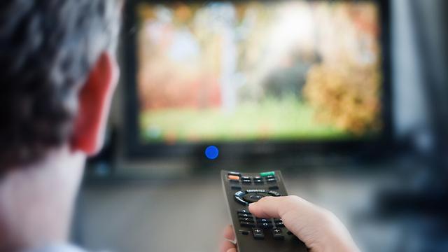 89% מהנשאלים טענו: אנחנו צופים בטלוויזיה, 6% צופים דרך המחשב ו-4% דרך הסמארטפון (צילום: shutterstock) (צילום: shutterstock)