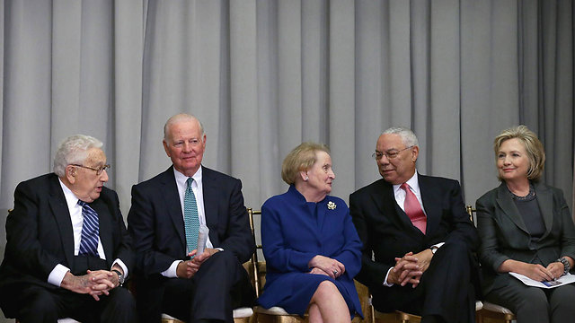 Madeleine Albright (center). Still optimistic (Photo: AFP)