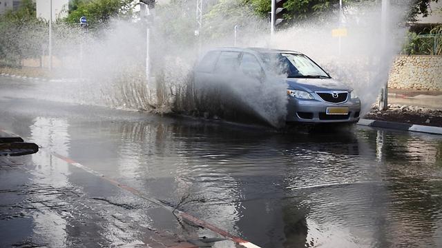 Rain in Rishon Lezion in central Israel (Photo: Avi Muallem)