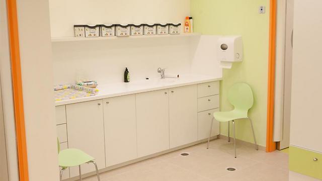 תנאים סטריליים ואפשרויות טיפול רפואי. הגן החדש (צילום: גדי אוהד)
