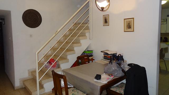 חדר המדרגות לפני השיפוץ ()