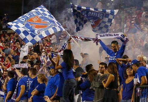 """אותו אפקט כמו בארה""""ב? אוהדי דאלאס מה-MLS (צילום: AP) (צילום: AP)"""