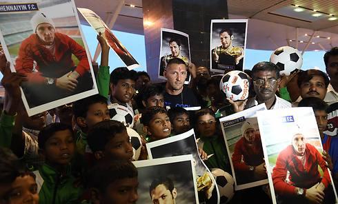 מטראצי מתקבל באהבה בהודו (צילום: AFP) (צילום: AFP)