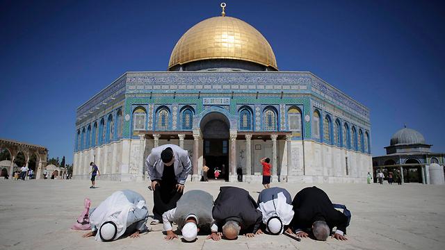 Palestinians from Gaza pray at al-Aqsa mosque in Jerusalem. (Photo: Reuters) (Photo: Reuters)