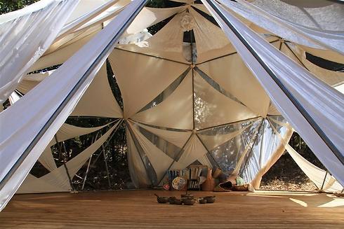 ויש גם אוהל ללימודי יוגה (צילום: מנחה נופה) (צילום: מנחה נופה)