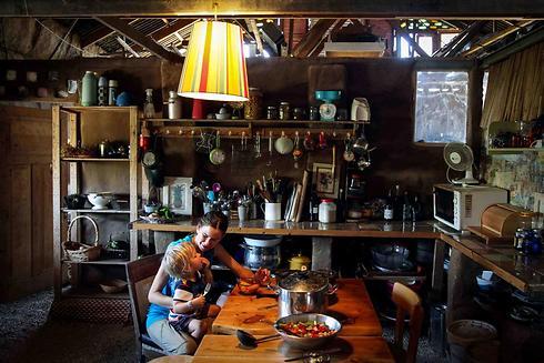 ארוחת צהריים בבית בוץ (צילום: אבישג שאר-ישוב) (צילום: אבישג שאר-ישוב)