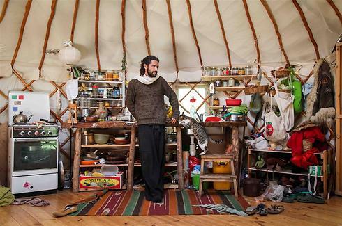 מטבח באוהל יורט (צילום: אבישג שאר-ישוב) (צילום: אבישג שאר-ישוב)