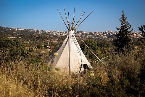 """אוהל """"טיפי"""" עם ראש מחודד (צילום: אבישג שאר-ישוב) (צילום: אבישג שאר-ישוב)"""