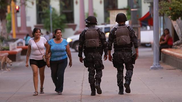 שוטרים במקסיקו סיטי (צילום: EPA) (צילום: EPA)