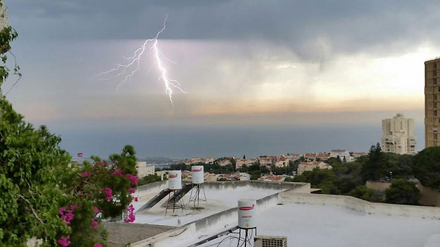 Thunder and rain in Haifa