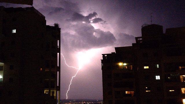 Lightning strikes in Hod HaSharon (Photo: Shai Zaafran) (Photo: Shai Zafran)