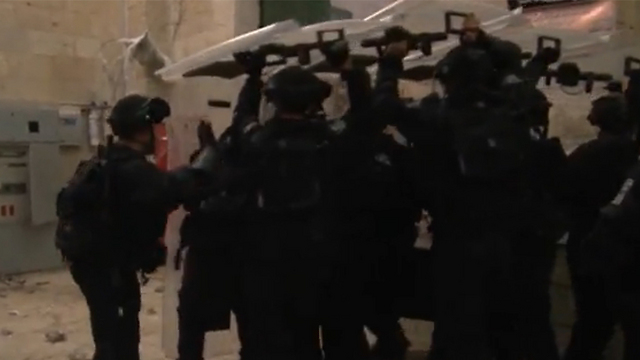 Riot police at Temple Mount during clashes