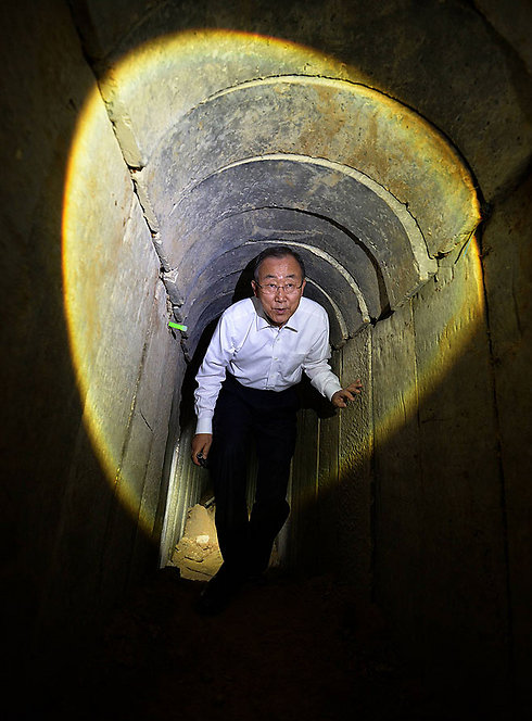 UN chief Ban ki-Moon inspects Gaza tunnel (Photo: GPO) (Photo: GPO)