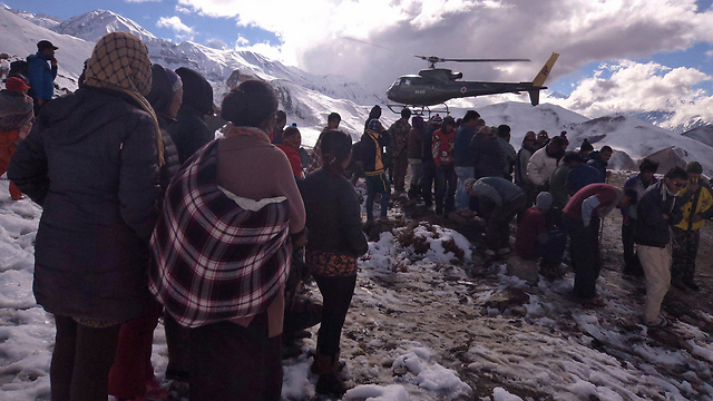 Trekkers await rescue by the Nepalese military (Photo: Reuters) (Photo: Reuters)
