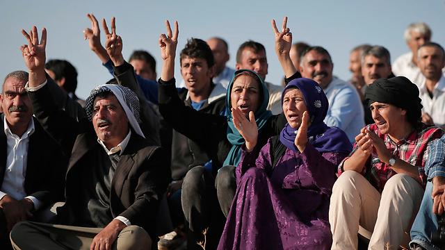 Syrian Kurdish refugees who fled into Turkey (Photo: AP)