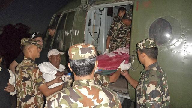 Nepalese soldiers evacuate the injured (Photo: Reuters) (Photo: Reuters)