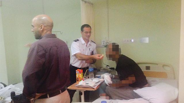 """אנשי מד""""א בבית החולים בקטמנדו  ()"""