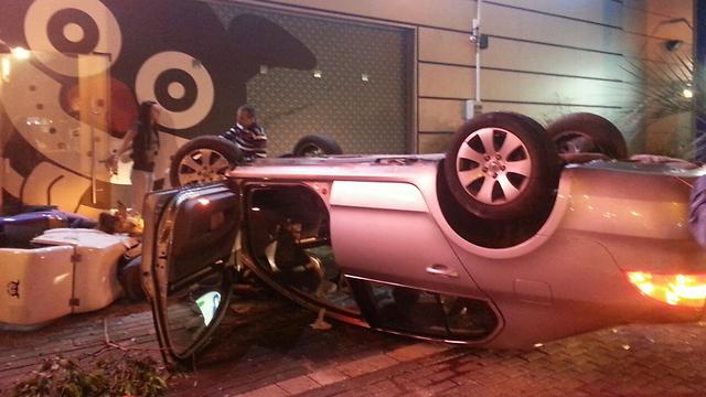 Overturned vehicle which slid on wet road in Haifa (Photo: Hatzolah)