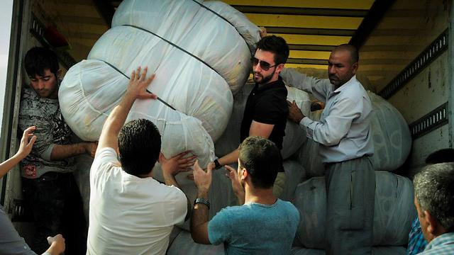 IsraAID workers distributing aid (Photo: Courtesy of IsraAID)