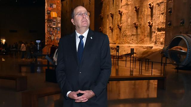 Ya'alon inside Ground Zero memorial (Photo: Defense Ministry)