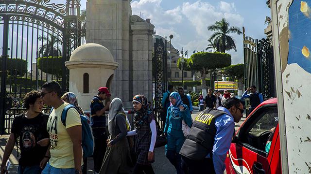 בדיקה ביטחונית בשערי אוניברסיטת קהיר (צילום: AFP) (צילום: AFP)