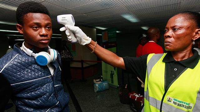 רק 20 מקרי הידבקות ושמונה מקרי מוות מאבולה. לאגוס, ניגריה (צילום: AP) (צילום: AP)